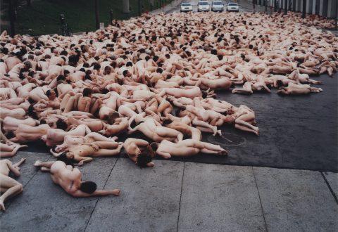 Spencer Tunick, <i>Montréal 2 (Musée d'art contemporain de Montréal)</i>, 2001