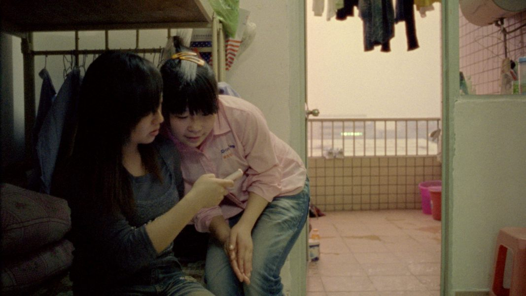 <i>Liu Han Hu and Wendy Lui, Dormitory Shenzhen</i>, image tirée du film