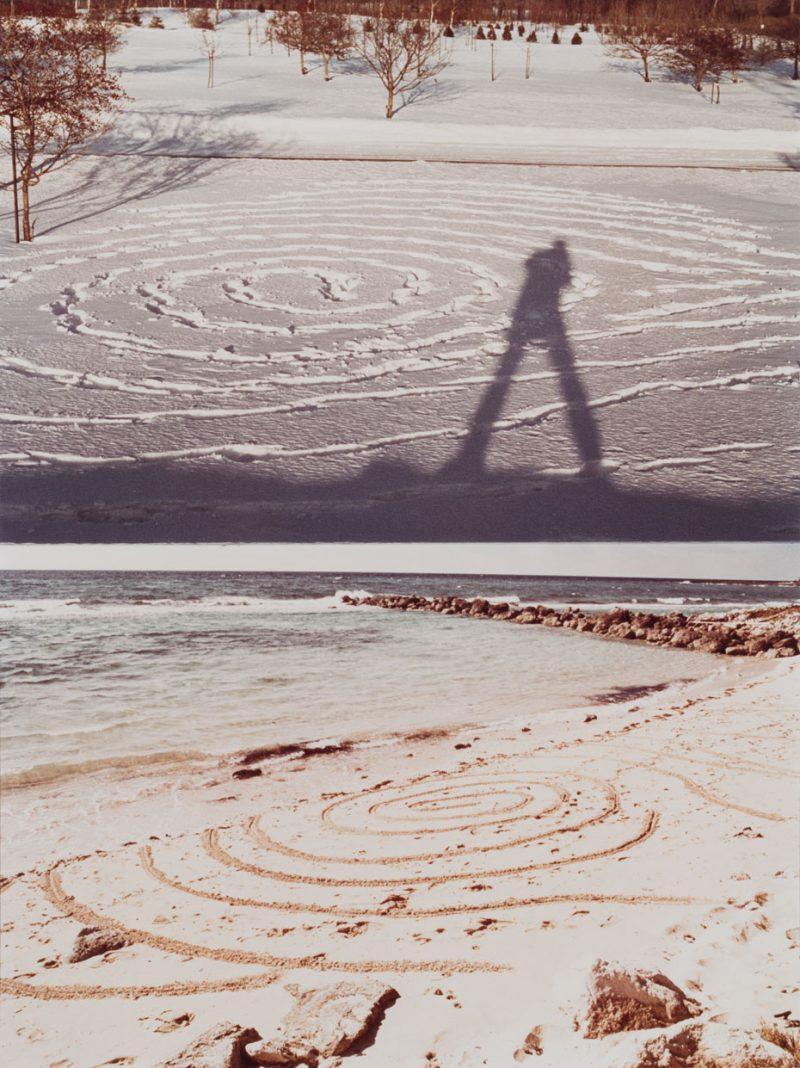Bill Vazan, <i>Holding the Globe</i> (de la série <i>Land Work Series</i>, 1966 – 1979), 1971-1974