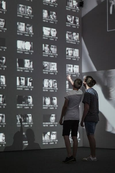 Rafael Lozano-Hemmer, <em>Zoom Pavilion</em> [Pavillon d'amplification]</em>, 2015