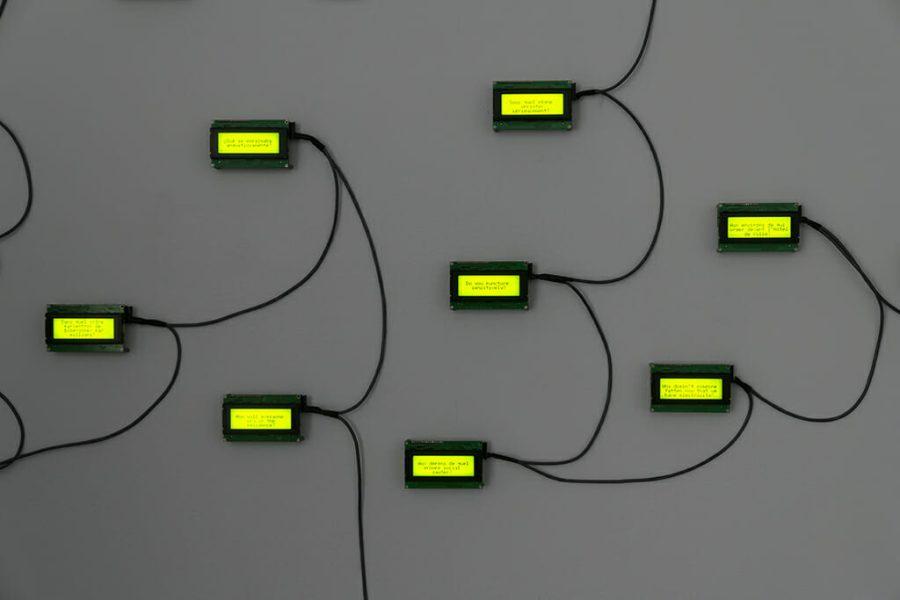 Rafael Lozano-Hemmer, <em>33 Questions per Minute</em> [33 questions par minute], 2000