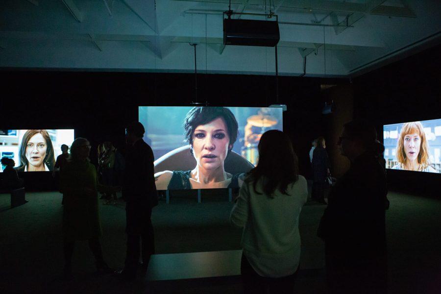 Visite guidée de l'exposition Manifesto de l'artiste Julian Rosefeldt.