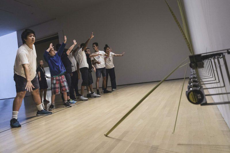 Vue de l'atelier Angles d'inclusion réalisé dans le cadre de l'exposition Rafael Lozano-Hemmer. Présence instable présentée au Musée d'art contemporain de Montréal du 24 mai au 09 septembre 2018. © Rafael Lozano-Hemmer / SOCAN (2019).