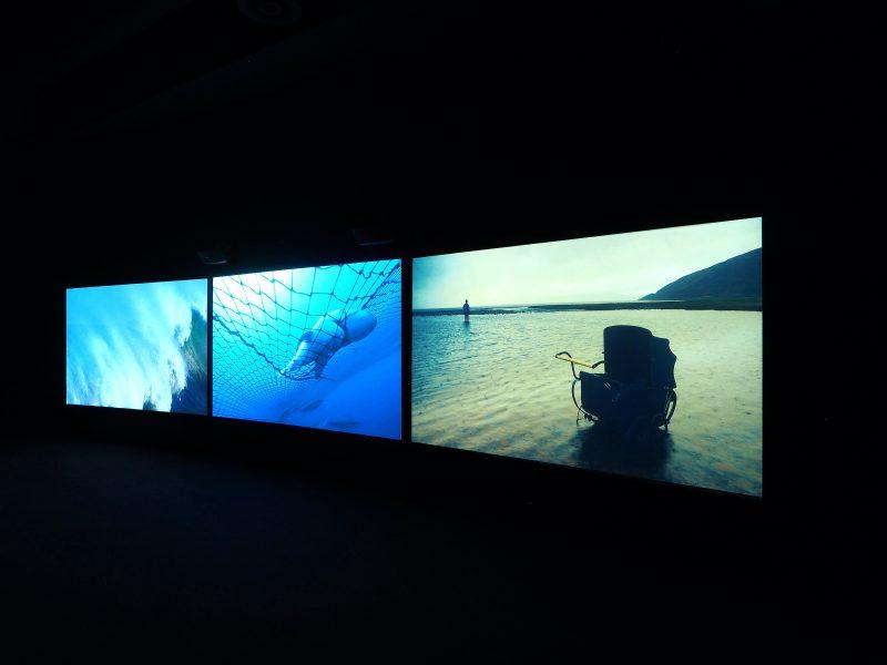 John Akomfrah, <i>Vertigo Sea</i>, 2015, vue de l'installation