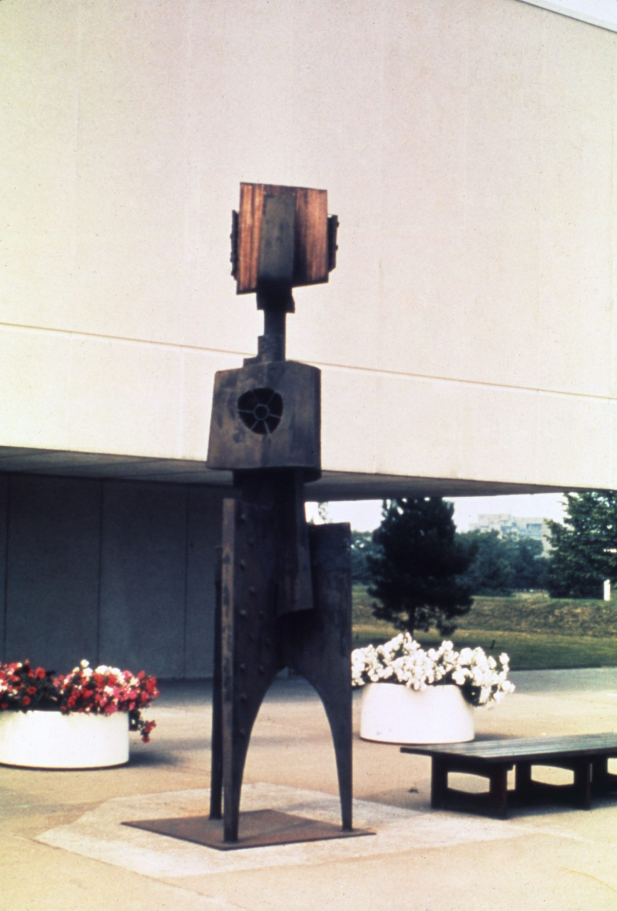 Cosmonaute n° 2, 1965, Steel and wood.