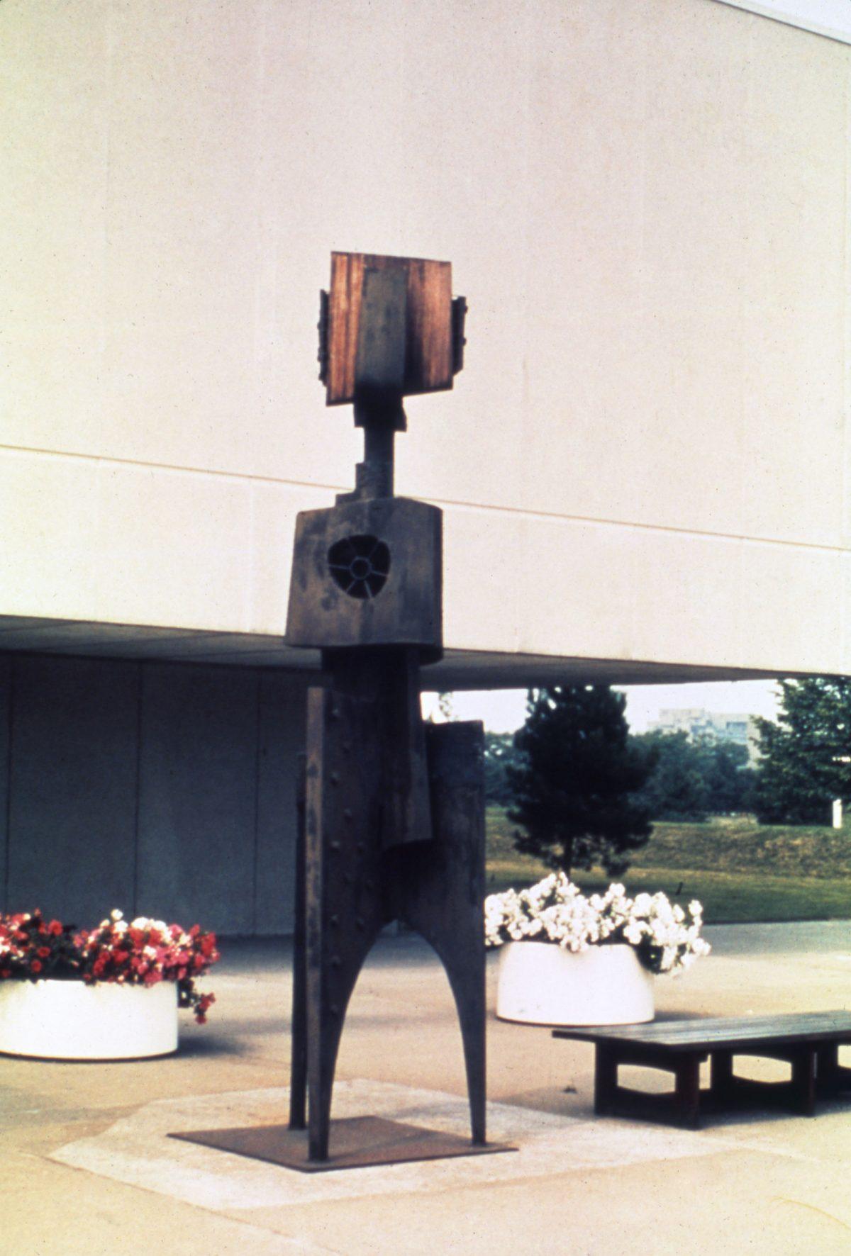 Cosmonaute n° 2, 1965, Yves Trudeau, Acier et bois.