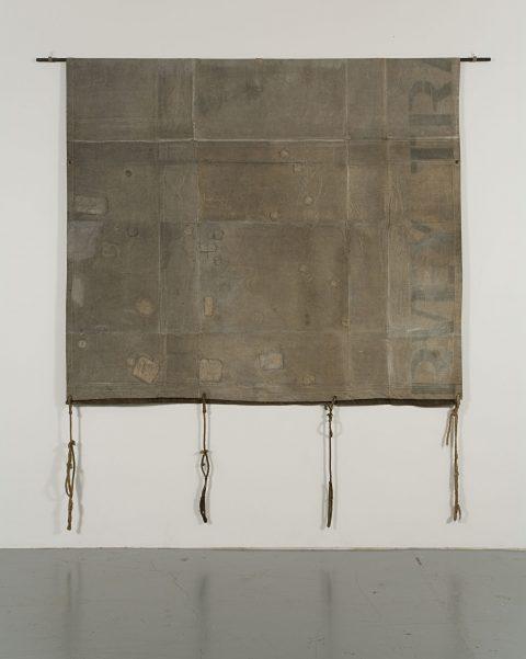 Tarpaulin No. 2, 1974-1975, Betty Goodwin, Gesso et crayon sur bâche, corde, fil de fer, œillets et tube d'acier.