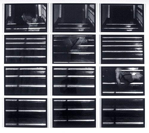 Vertical Pull 1, 1977, Suzy Lake, 12 épreuves à la gélatine argentique.