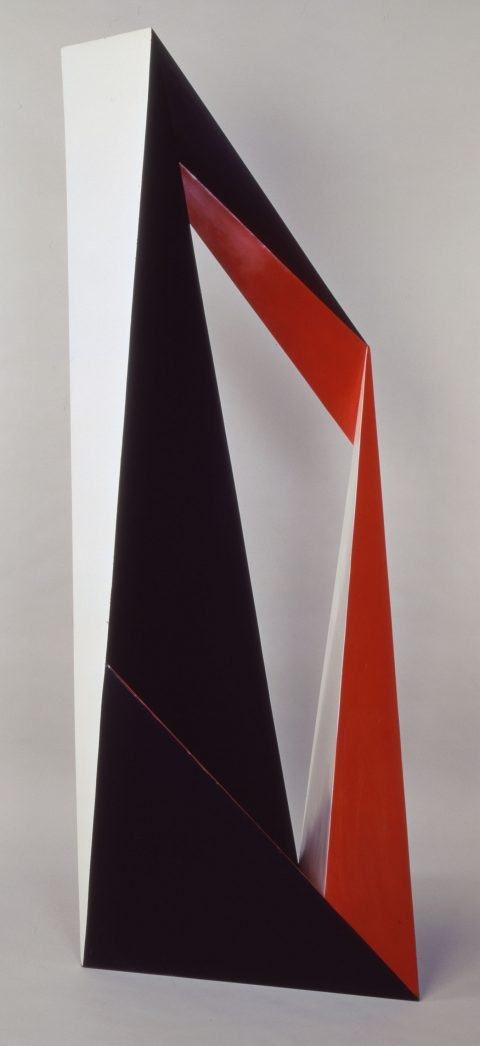Espaces triangulaires, c. 1972, Painted metal.