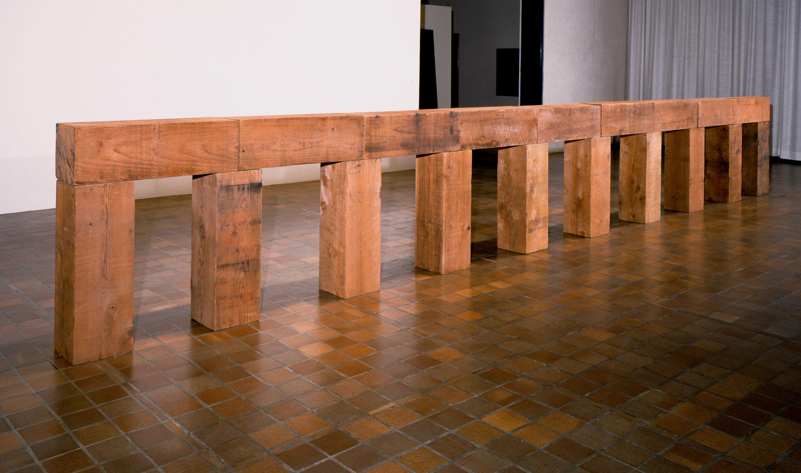 Neubrückwerk Düsseldorf gewidmet, 1976, Carl Andre, Cèdre rouge.