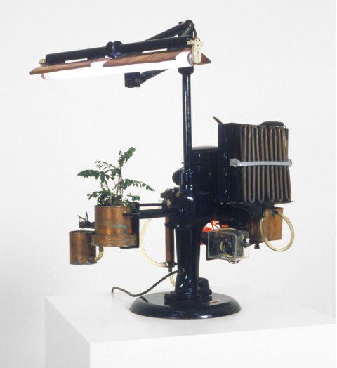 La Nourrice, 1967, Serge Cournoyer, Structure métallique, plastique et moteur.