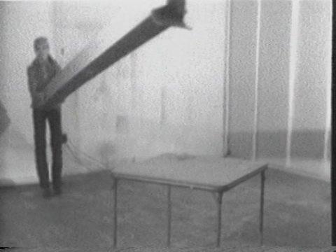 arrêt sur image de Box Concert, 1974, Suzy Lake, Vidéogramme noir et blanc, 5 min., son.