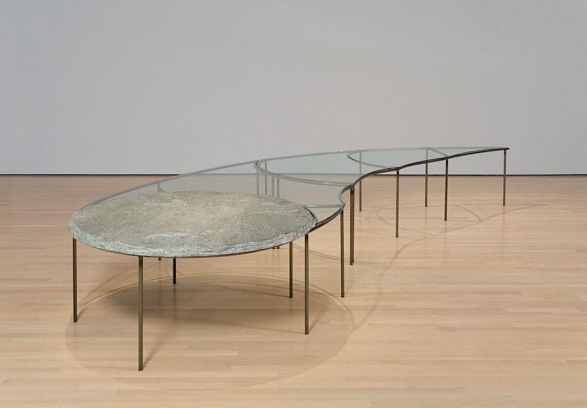 Tavolo, 1978, Mario Merz, Métal, verre et pierre.