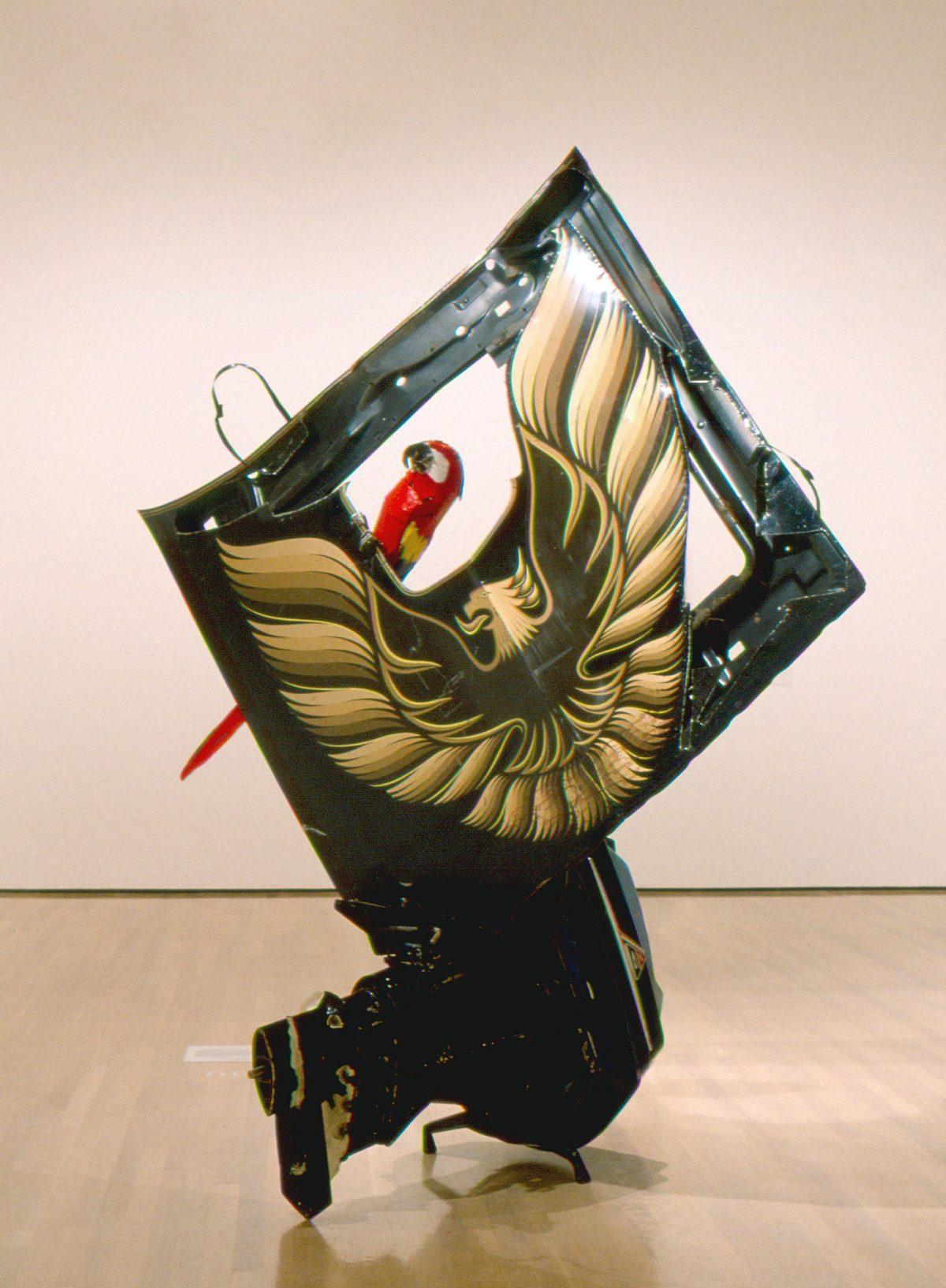 Parrot Fashion, 1984, Bill Woodrow, Capot de voiture et moteur hors-bord peints.