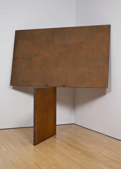Two Plate Prop, 1986, Richard Serra, Plaques d'acier laminé à chaud.