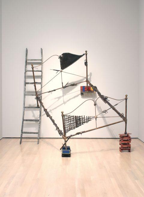 Trophée, 1986, Michel Goulet, Acier et objets divers.