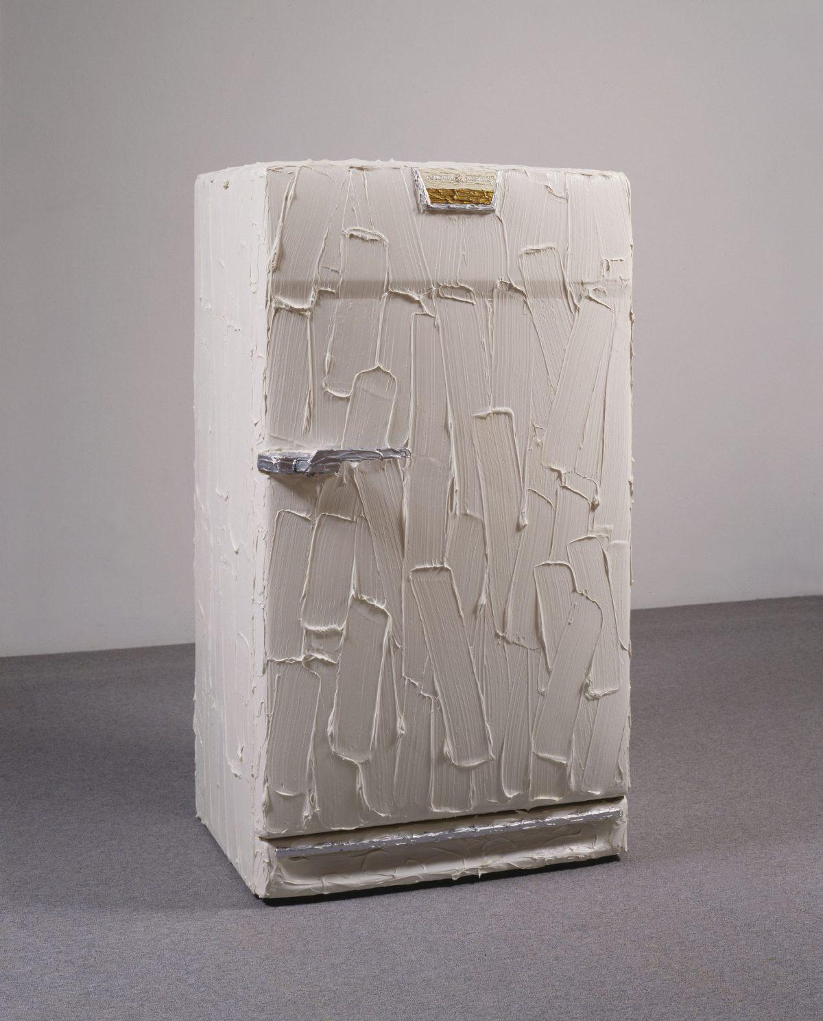 General Electric, 1985, Bertrand Lavier, Réfrigérateur et peinture acrylique.