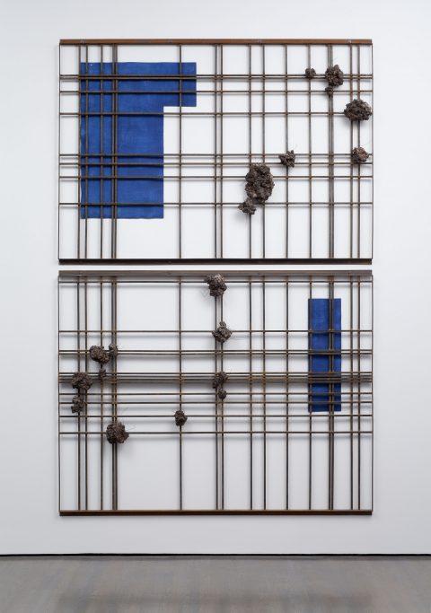 The Density of Notion, 1986, Pieter Laurens Mol, Fer, cendres, fil de fer et détrempe à l'œuf sur carton, 2 éléments.
