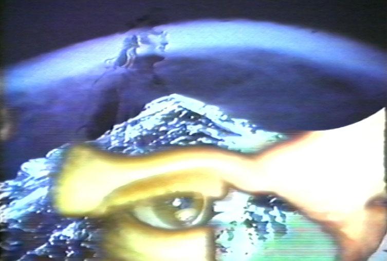 arrêt sur image de The Female Fool, 1985, Ulrike Rosenbach, Vidéogramme couleur, 17 min. 30 sec., son.