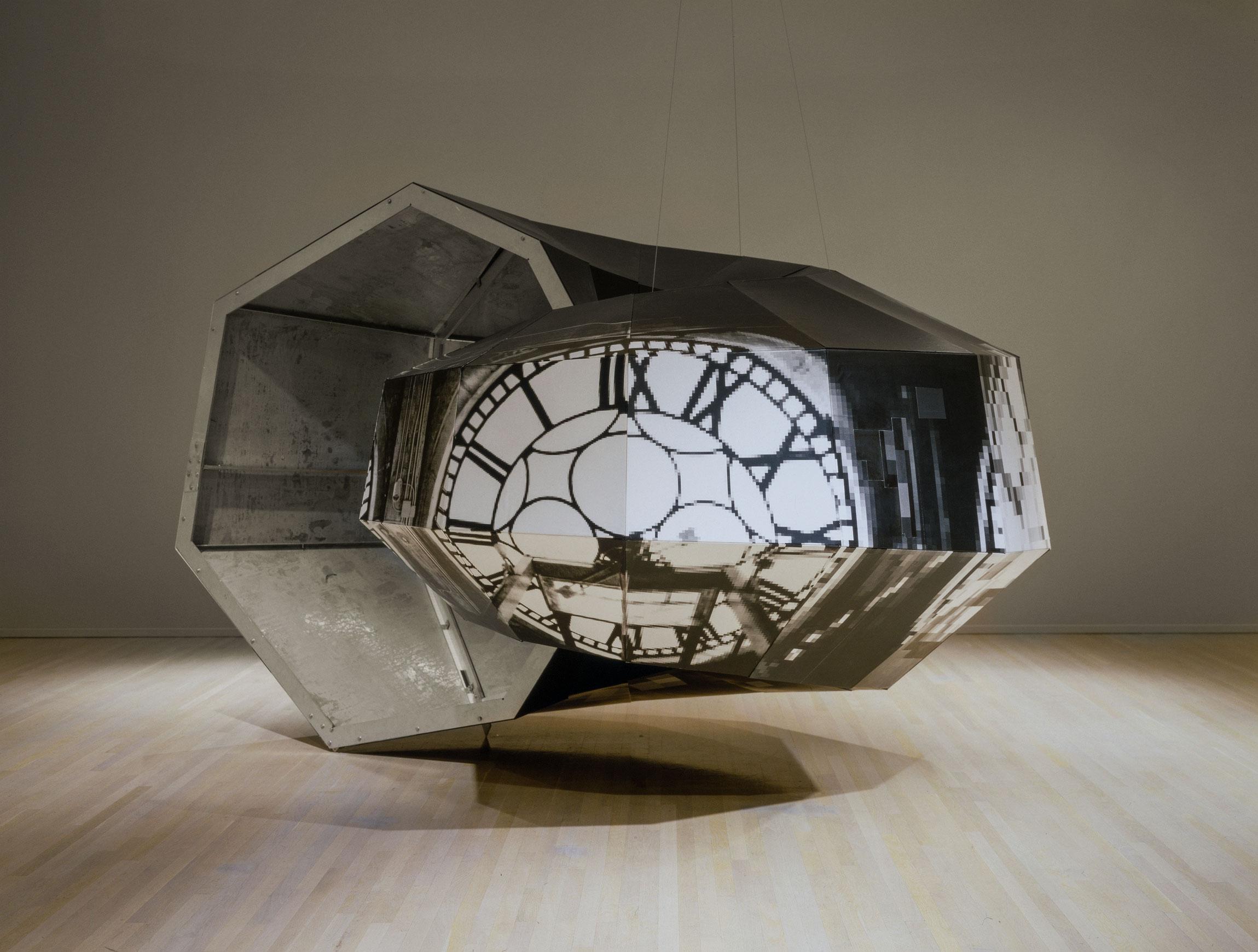 Dead on Time, 1990-1992, Alain Paiement, Épreuves argentiques sur structure de bois, contreplaqué et aluminium.