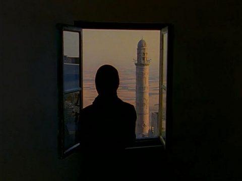 arrêt sur image de Soliloquy, 1999, Shirin Neshat, Film 16 mm couleur transféré sur 2 DVDs, 2 écrans, 17 min. 33 sec., son, 5/6.