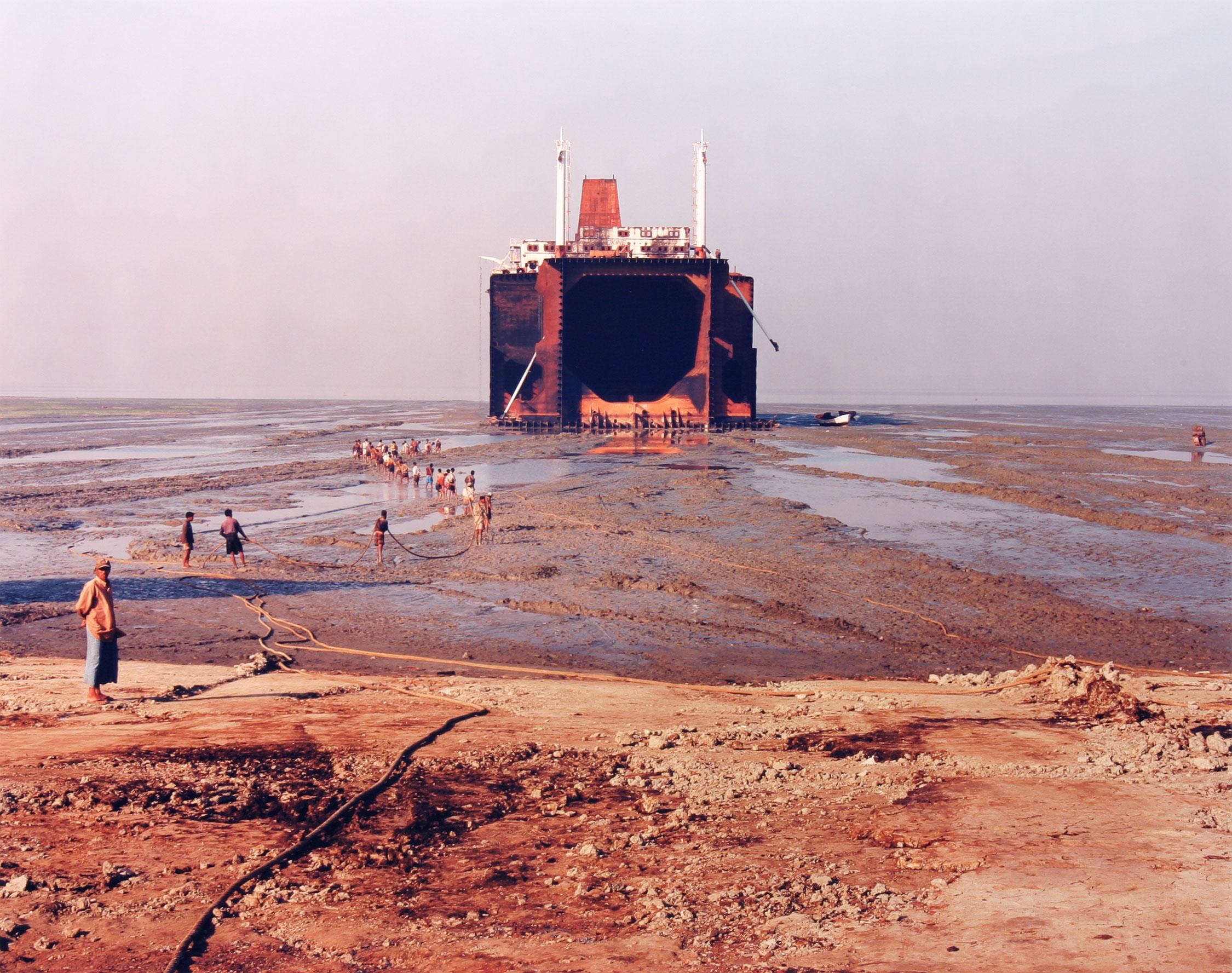 Shipbreaking No. 29, Chittagong, Bangladesh, 2001, tirage de 2002, Edward Burtynsky, Épreuve à développement chromogène, 2/10.
