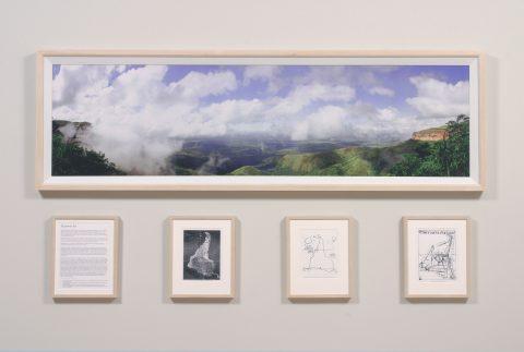El Primer Dia, 2003, Sergio Vega, 1 impression jet d'encre couleur et 4 impressions jet d'encre noir et blanc.