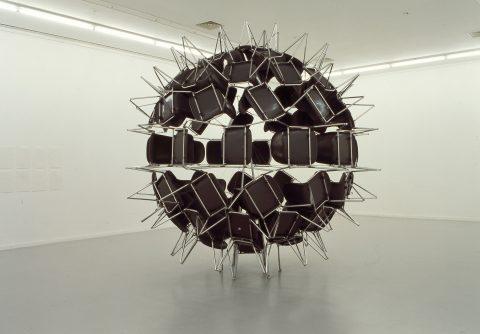 Black Whole Conference, 2006, Michel de Broin, 74 chaises.