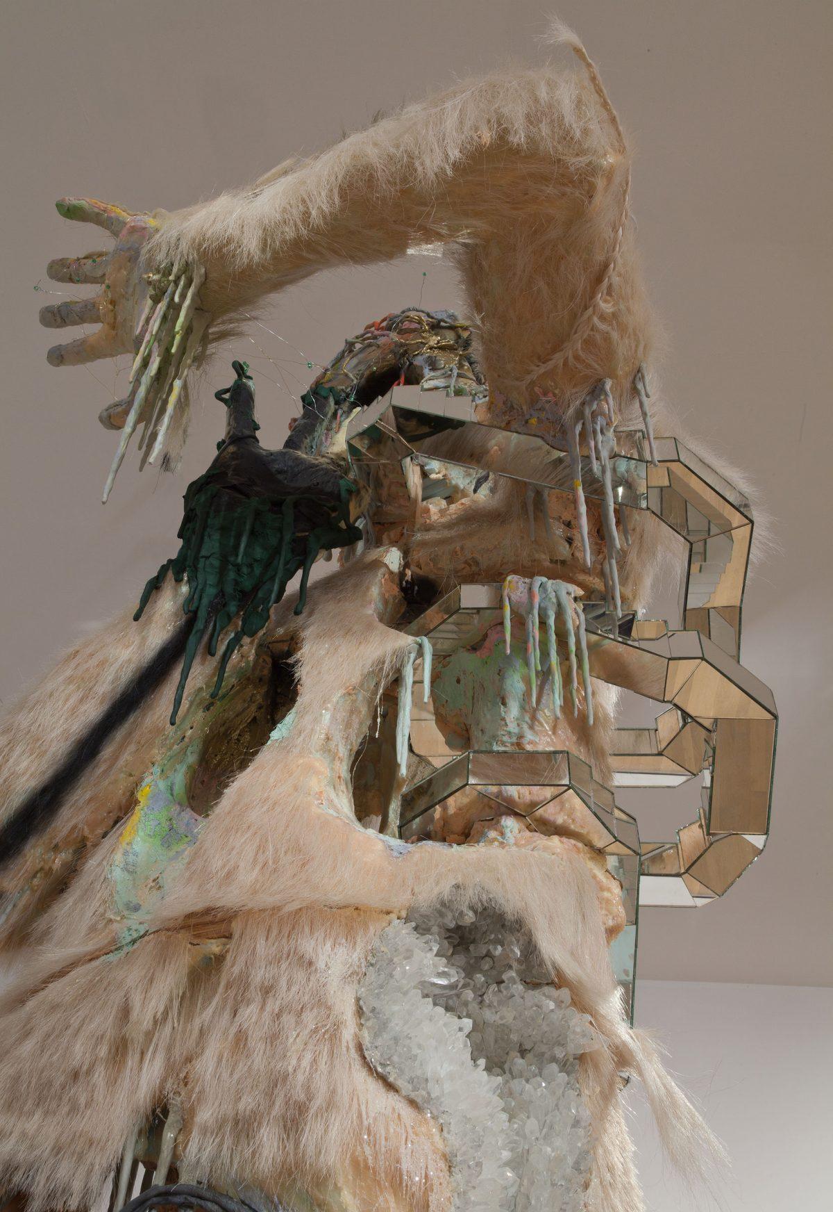 détail de Le Berger, 2008, David Altmejd, Bois, contreplaqué, mousse de polyéthylène rigide, mousse de polyuréthane expansée, crin de cheval, cristaux, peinture, fils de fer, fils de laiton, perles de verre.