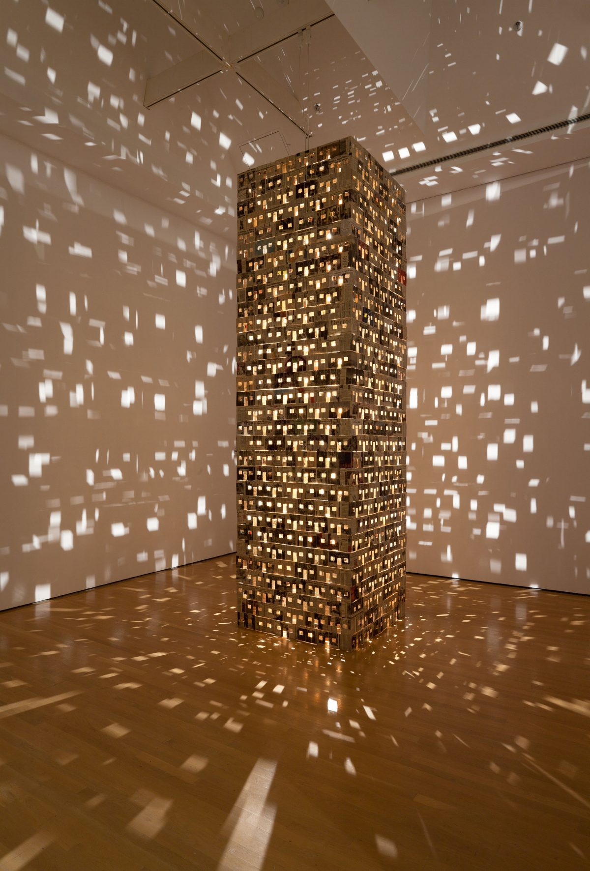 Village, 2003-2004, Dominique Blain, Carton, papier journal, bois et ampoules halogène.