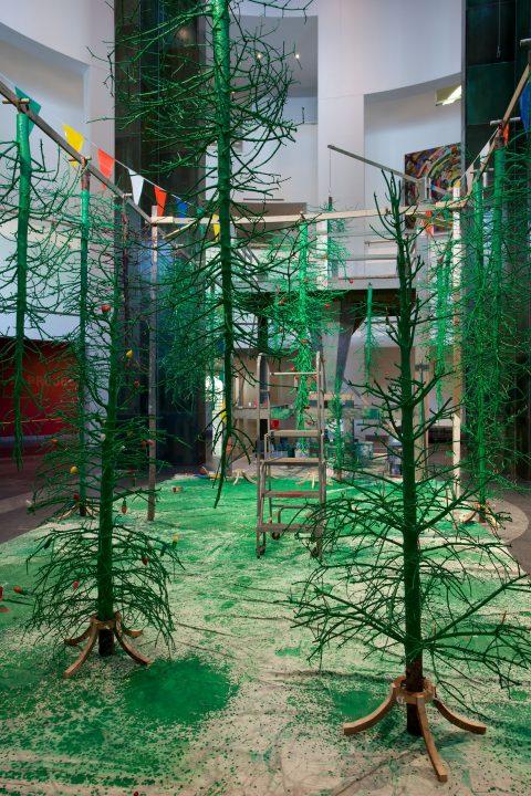 Postérité-les-Bains (Usine de sapins), 2009, bgl, Sapins, bois, métal, carton, plastique, corde, huile et acrylique.