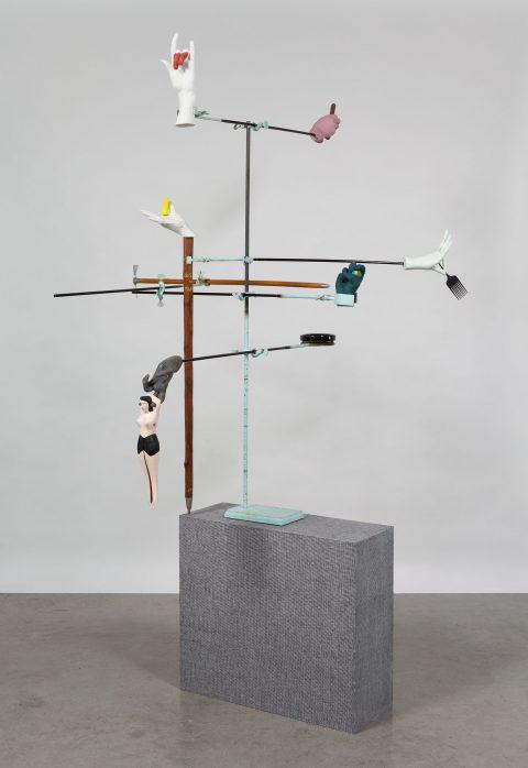 Cargo-Culte, 2011, Valérie Blass, Métal, plâtre, matériaux et objets divers.