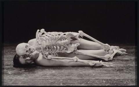 Self Portrait with Skeleton, 2003, Marina Abramovic, Épreuve Cibachrome, 4/5.