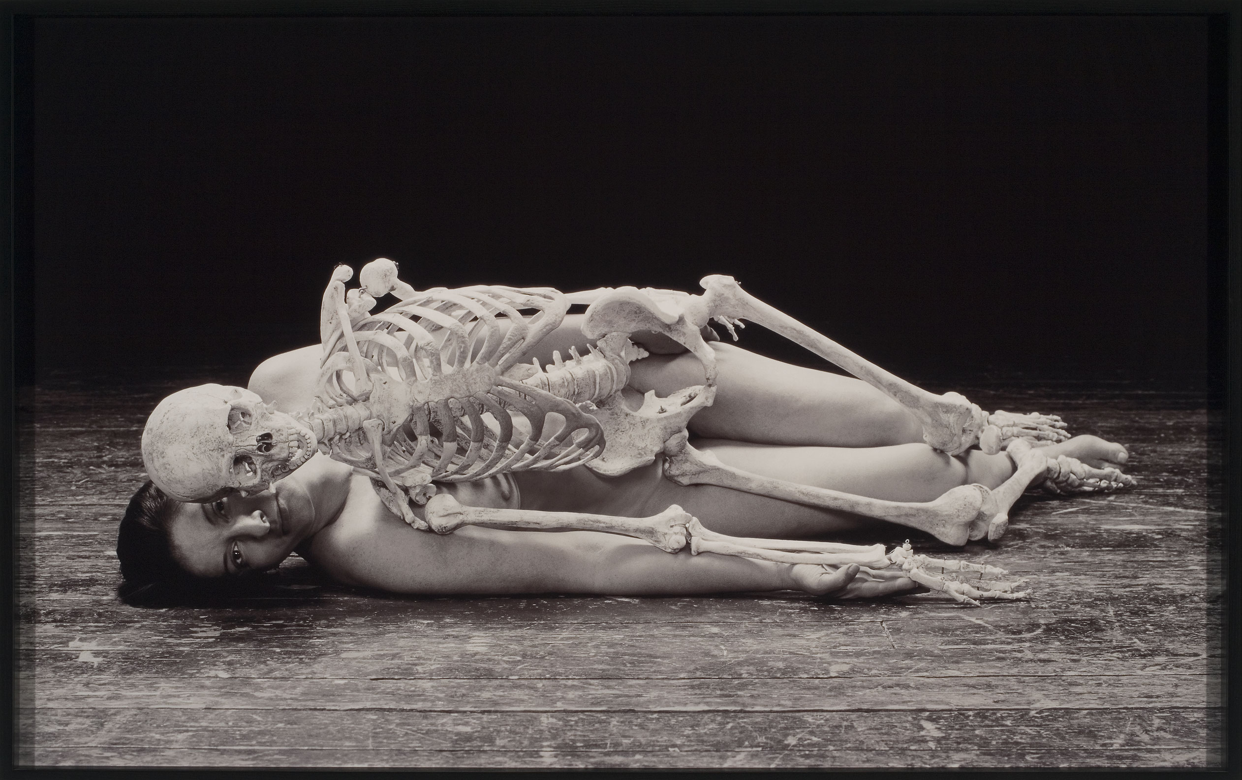 Self Portrait with Skeleton, 2003, Marina Abramovic, Épreuve Cibachrome, 4/5.