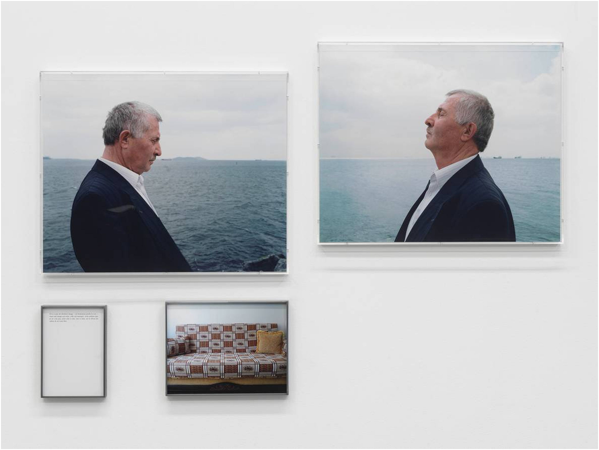 Aveugle au divan (de la série «La Dernière image», 2010), 2010, Sophie Calle, 4 impressions jet d'encre collées en plein sur aluminium, 2 boîtiers de plexiglas, 2 cadres de métal, 1/3.