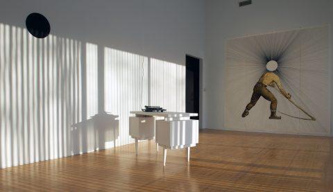 Icarus (La Récolte), 2011, Mathieu Beauséjour, Impression jet d'encre sur bannière de polypropylène, mobilier, tourne-disque REGA pi3, disque vinyle 33 tours, dessin sur panneau, disque de métal et stores verticaux.