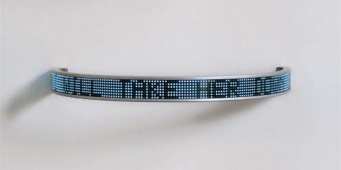 Blue Laments Arno, 2008, Jenny Holzer, Enseigne LED semi-circulaire en aluminium et filtre de lumière.